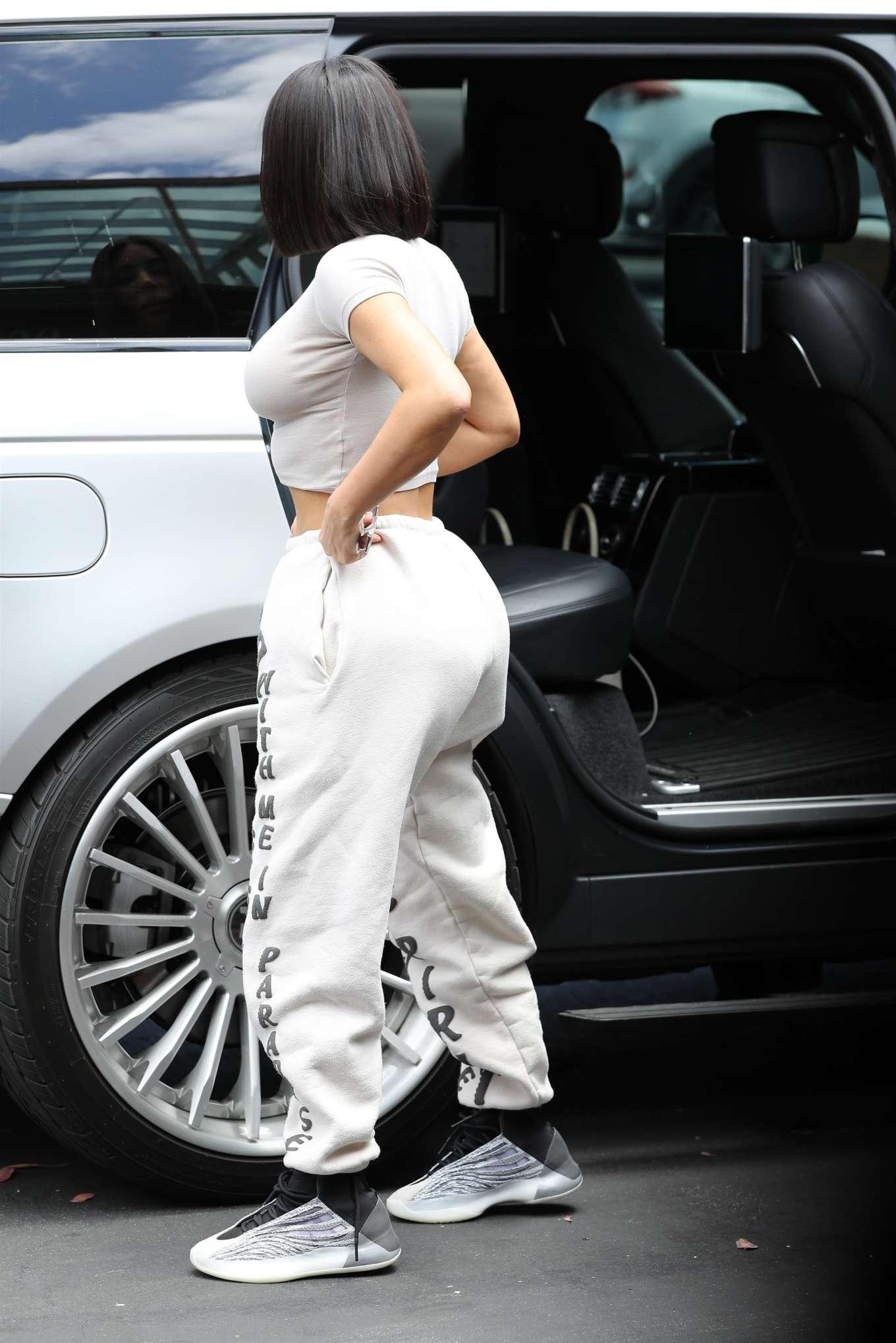 Kim Kardashian 2019 : Kim Kardashian: Out in Calabasas-17