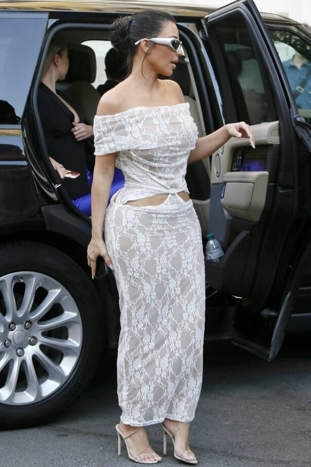 Kim Kardashian - seen arriving at her hotel in Rome