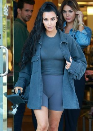 Kim Kardashian - Shopping at Barneys NY in Los Angeles