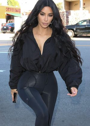 Kim Kardashian - Shopping at Sap and Honey in Sherman Oaks