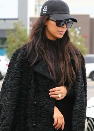 Kim Kardashian - Shopping at Toys R Us in Calabasas