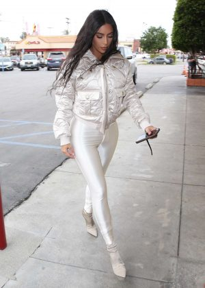 Kim Kardashian - Shopping in Calabasas