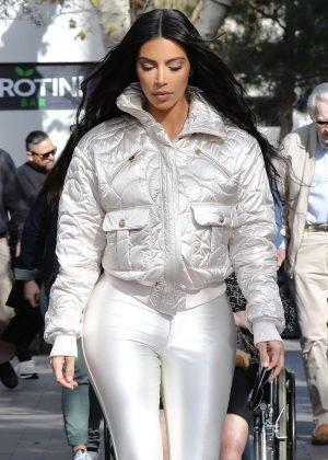 Kim Kardashian - Shopping in Calabasas