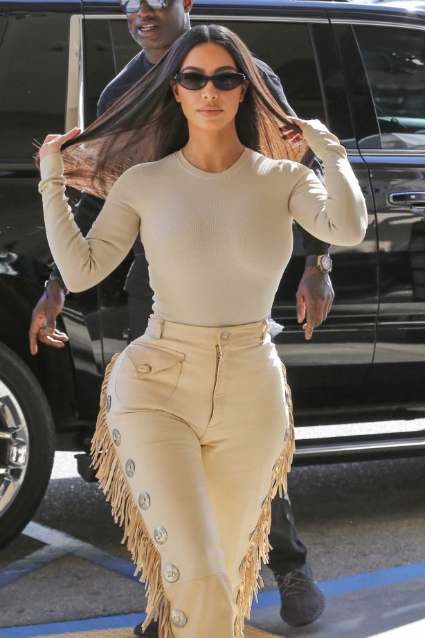Kim Kardashian - Shopping with the KUWTK crew at Nordstrom in Woodland Hills