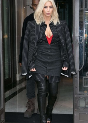 Kim Kardashian Style - Out and about in Paris