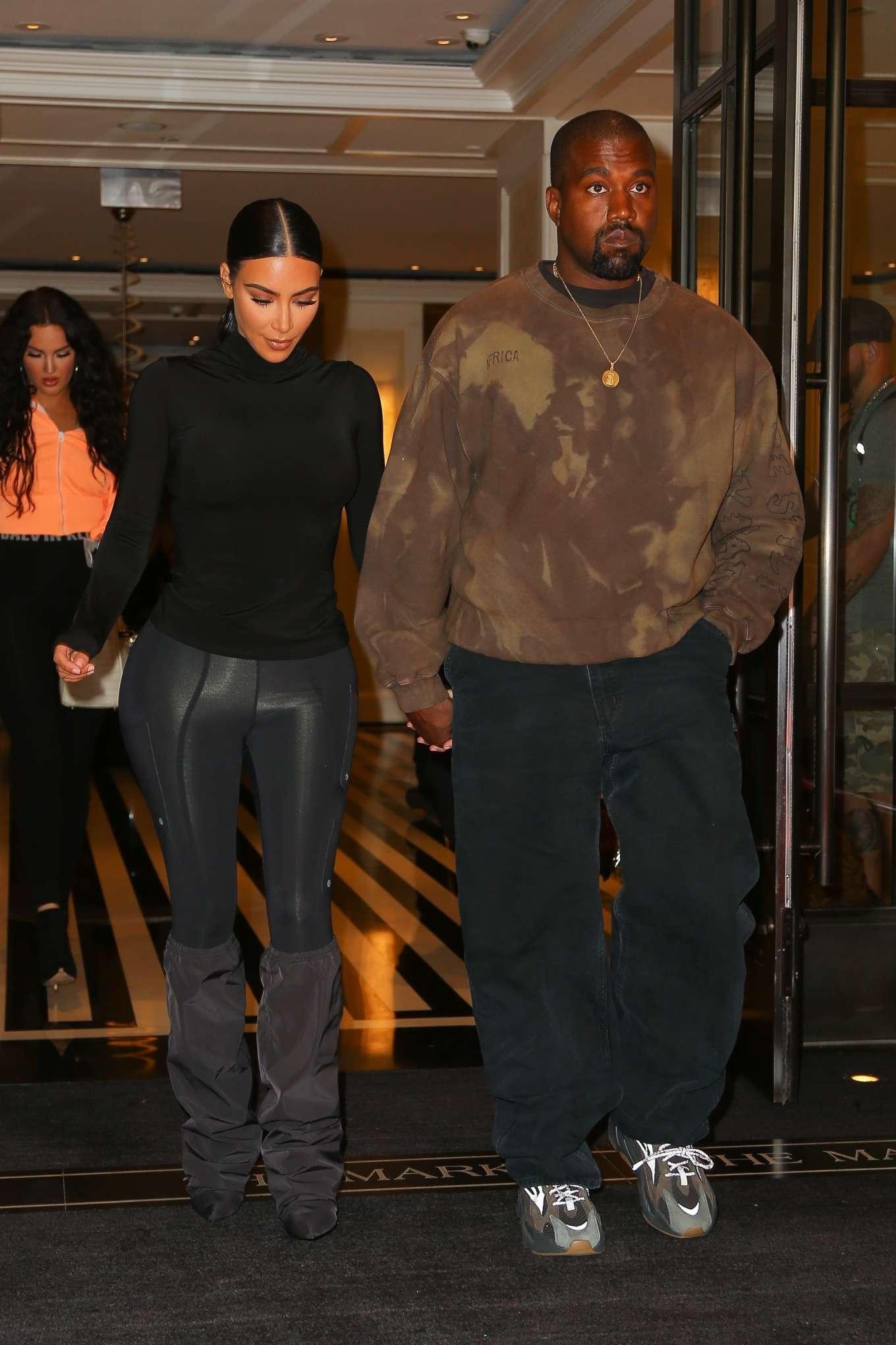 Kim Kardashian 2019 : Kim Kardashian with Kanye West: Exit their hotel in New York -05