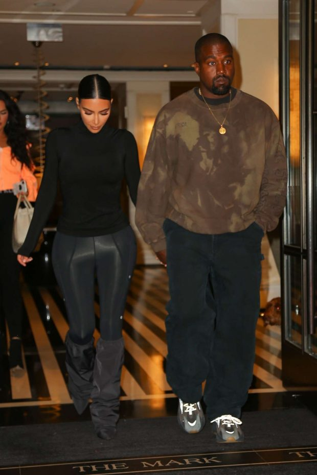 adb74b0ace7c Kim Kardashian with Kanye West: Exit their hotel in New York -19 ...