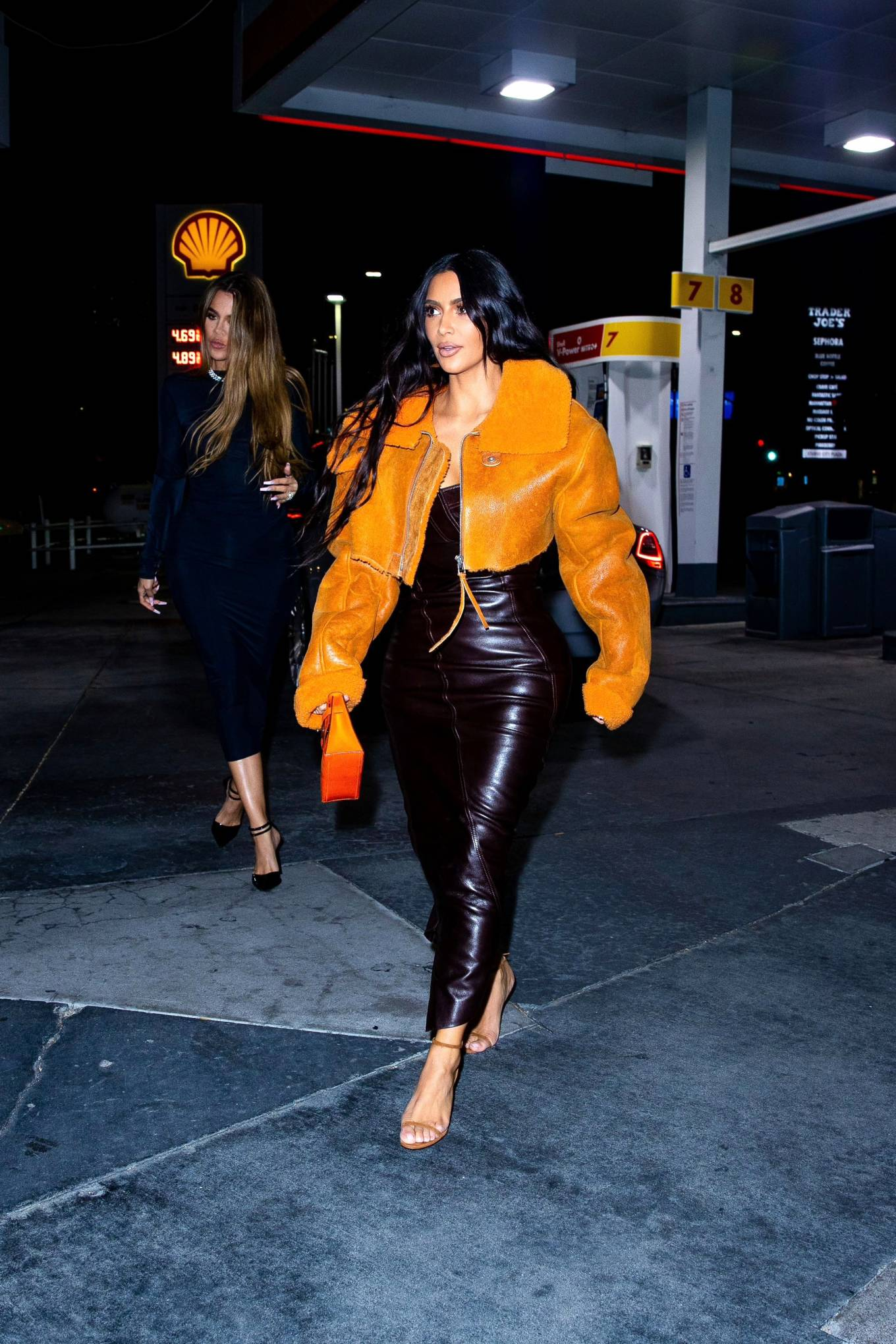 Kim Kardashian - With Khloé night out in Los Angeles
