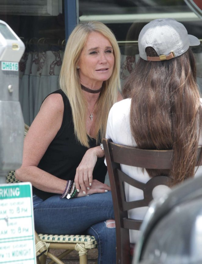 Kim Richards - Having lunch in West Hollywood