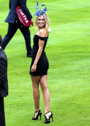 Kimberley Garner - Arriving at Day One of the Qatar Goodwood Festival
