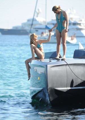 Kimberley Garner Hot in Bikini -23