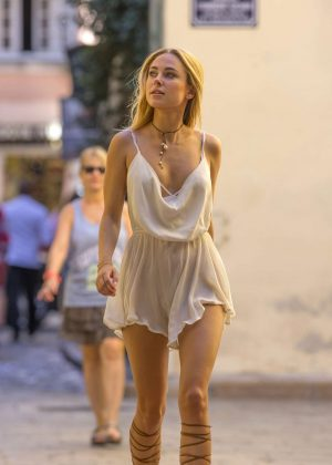 Kimberley Garner in Short Dress Shopping in St Tropez