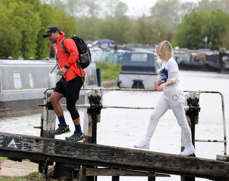 Kimberly Wyatt 2021 : Kimberly Wyatt – Joins Ryan Thomas for day 3 of his 10 day walking marathon challenge -03