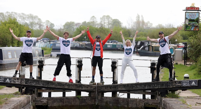 Kimberly Wyatt 2021 : Kimberly Wyatt – Joins Ryan Thomas for day 3 of his 10 day walking marathon challenge -18