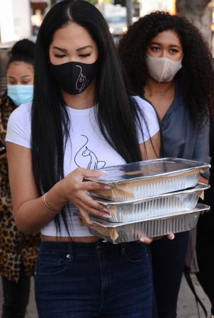 Kimora Lee Simmons  - Seen while out Thanksgiving meals to the homeless in Los Angeles