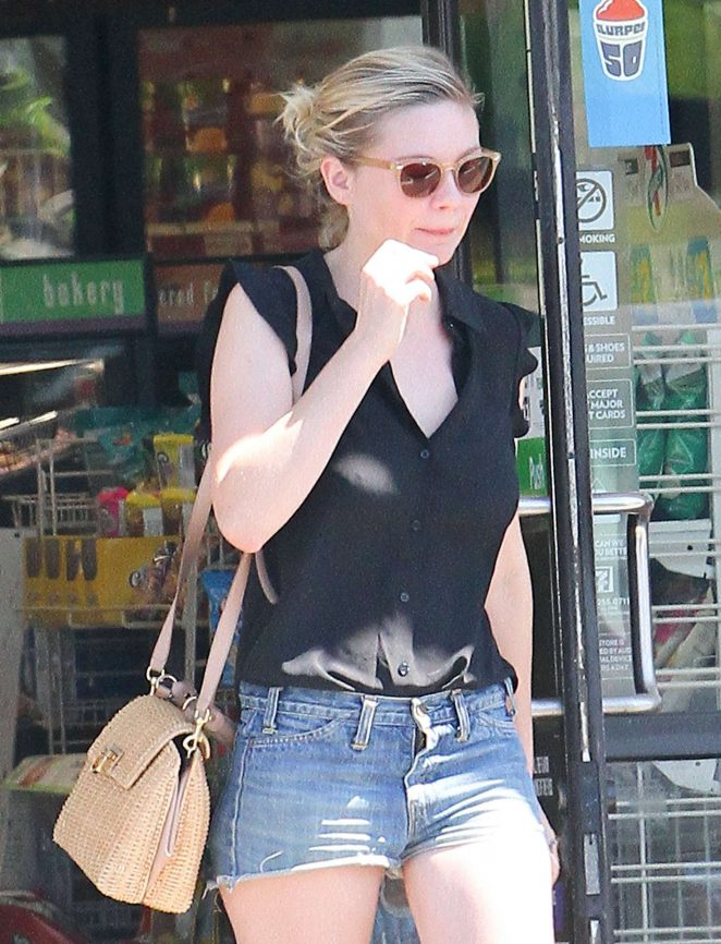 Kirsten Dunst in Jeans Shorts at a 7 Eleven in LA
