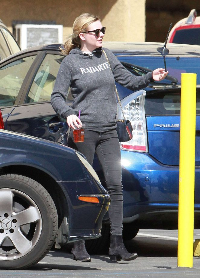 Kirsten Dunst at a dentist office in Los Angeles