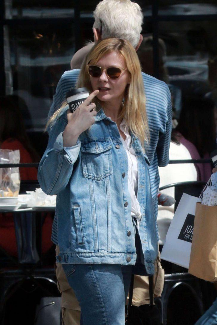 Kirsten Dunst at Joans On Third -01