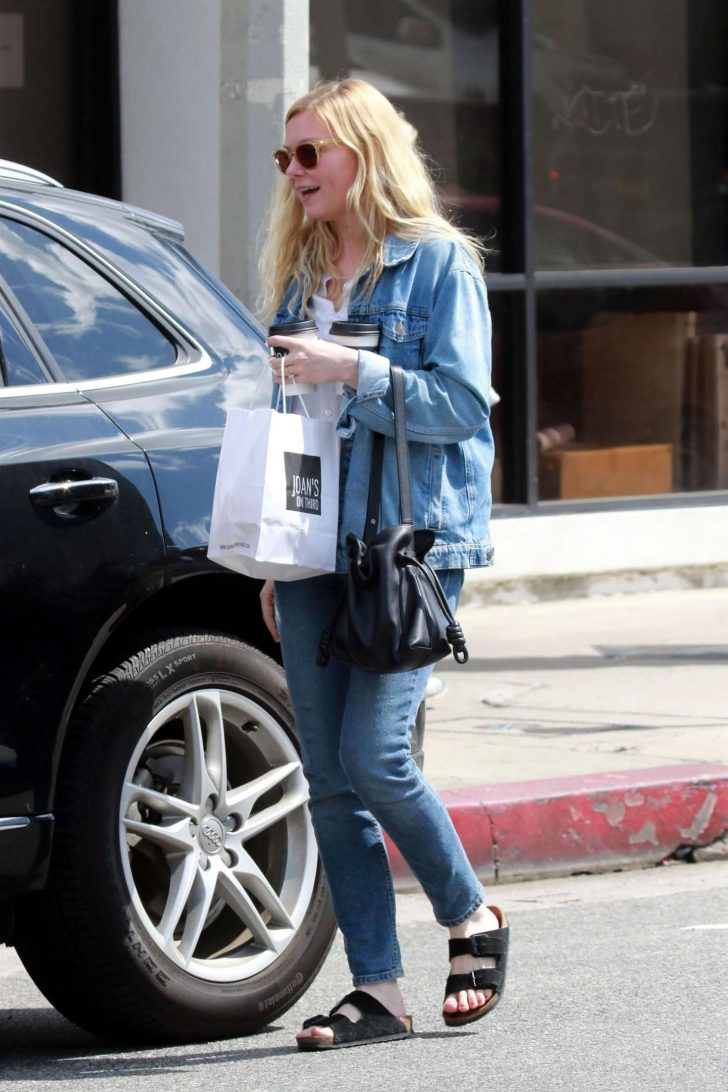 Kirsten Dunst at Joans On Third -07