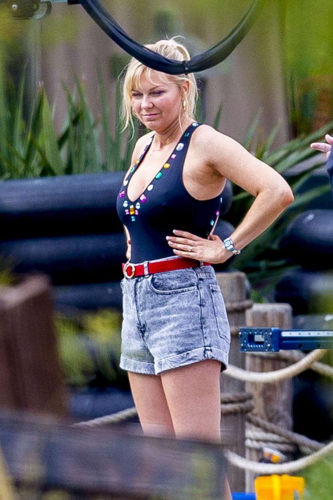 Kirsten Dunst – Filming 'On Becoming a God in Central Florida' in Louisiana