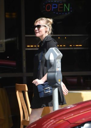 Kirsten Dunst goes to lunch with her friends in Los Angeles