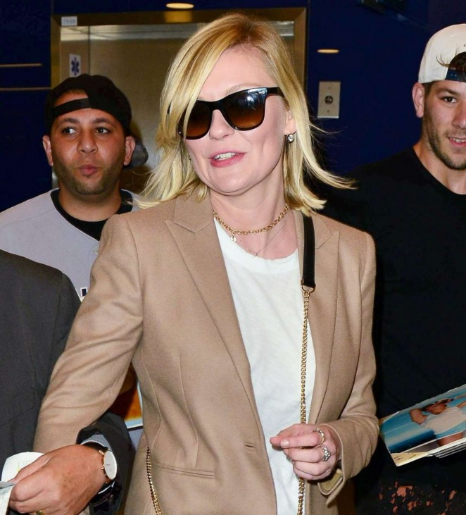 Kirsten Dunst in Jeans at LAX -07