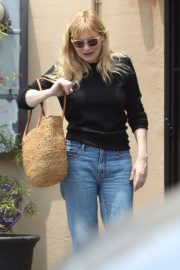 Kirsten Dunst - Leaves Lakeside Nail Spa in Toluca Lake
