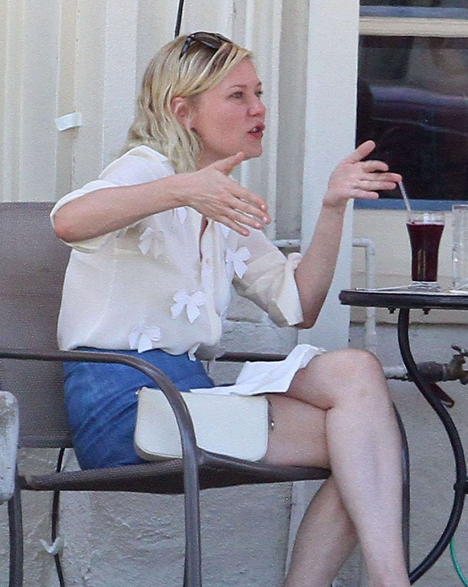 Kirsten Dunst - Out for lunch in Los Angeles