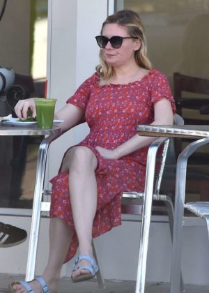 Kirsten Dunst out for lunch in Studio City