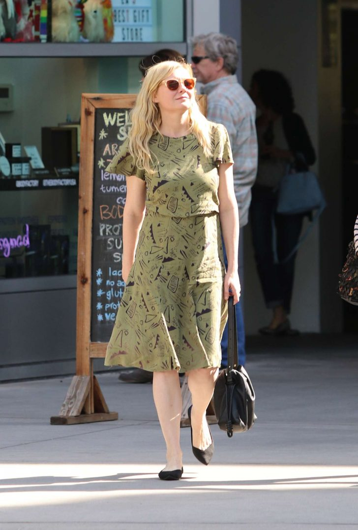 Kirsten Dunst: Out in Los Angeles -04