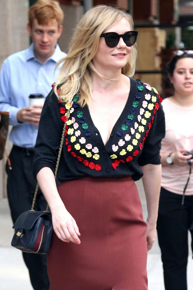 Kirsten Dunst – Out in NYC