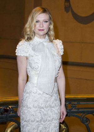 Kirsten Dunst - Ralph & Russo Fashion Show Haute-Couture SS 2017 in Paris