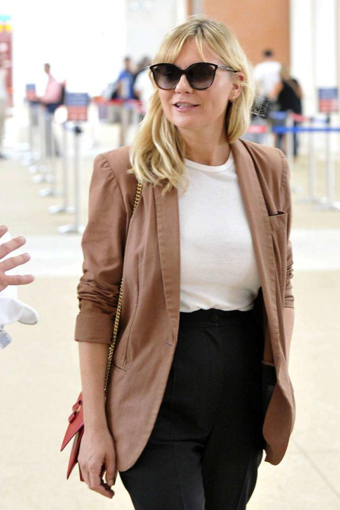 Kirsten Dunst - Seen Arriving at the airport in Venice