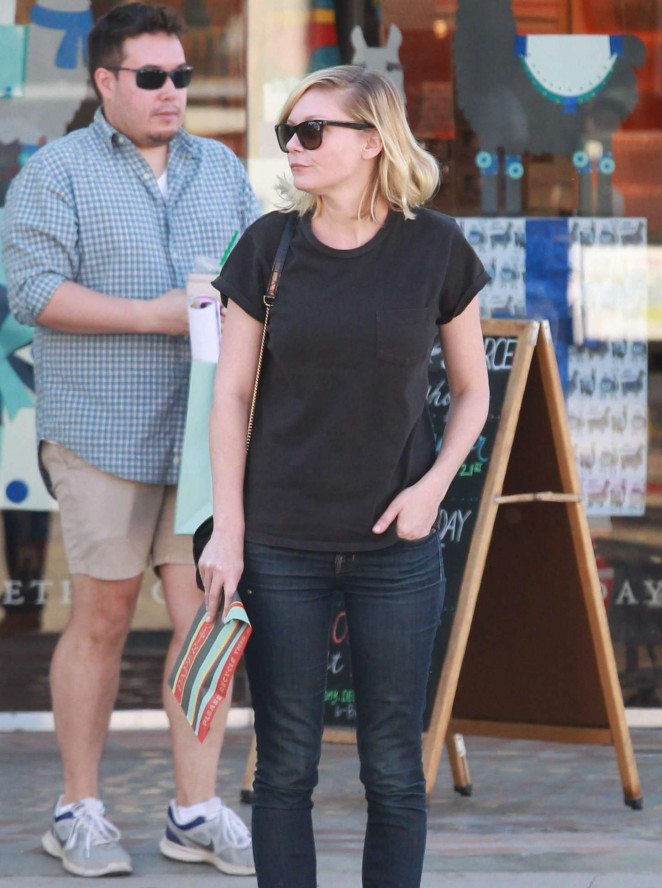 Kirsten Dunst in Tight Jeans Shopping in Los Angeles