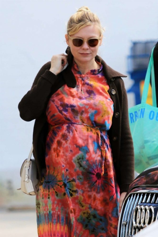 Kirsten Dunst - Shopping in Los Angeles