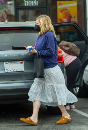 Kirsten Dunst - Takes some ice cream at Baskin-Robbins in Los Angeles