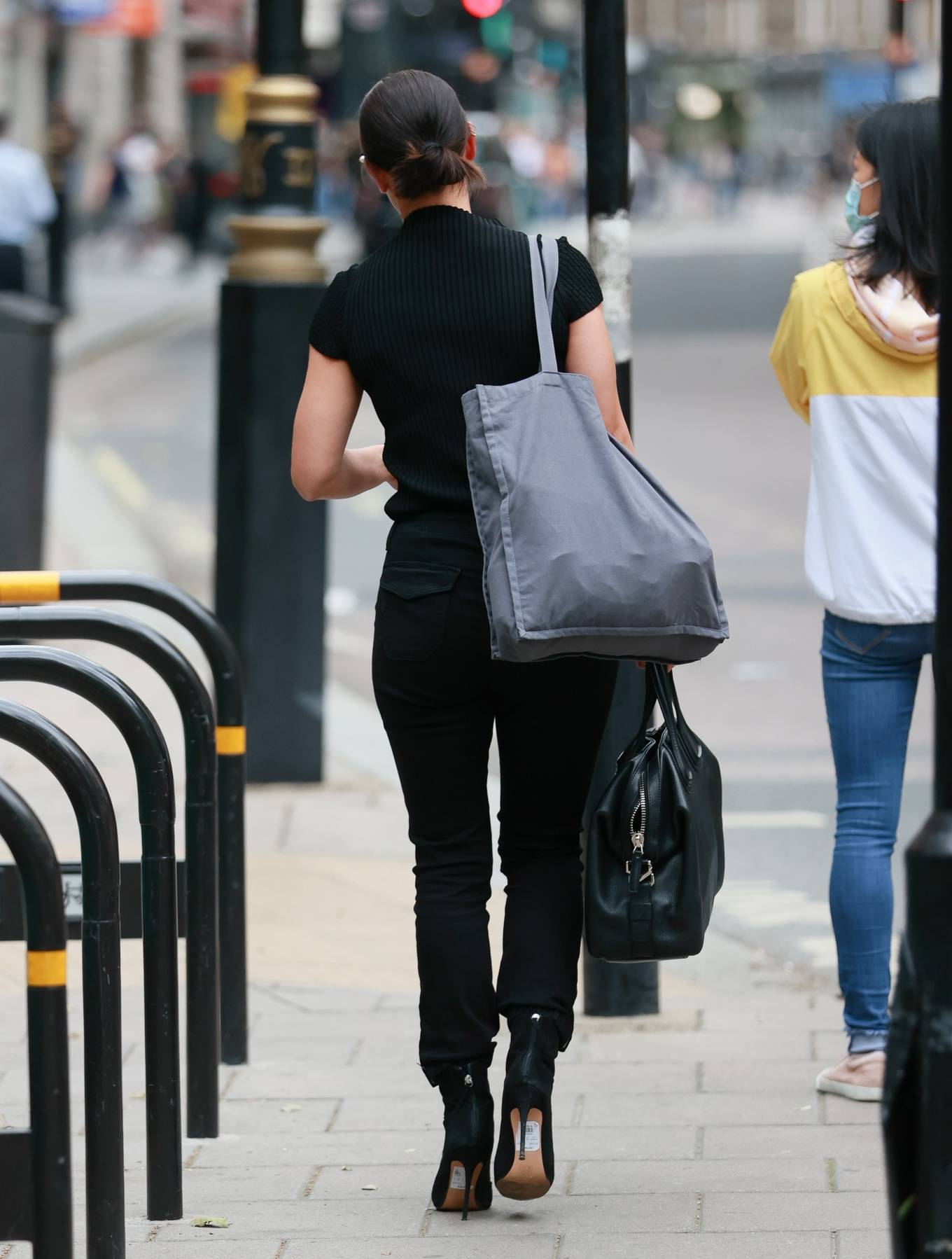 Kirsty Gallacher 2020 : Kirsty Gallacher in skin tight jeans and boots at Global Radio in London-01