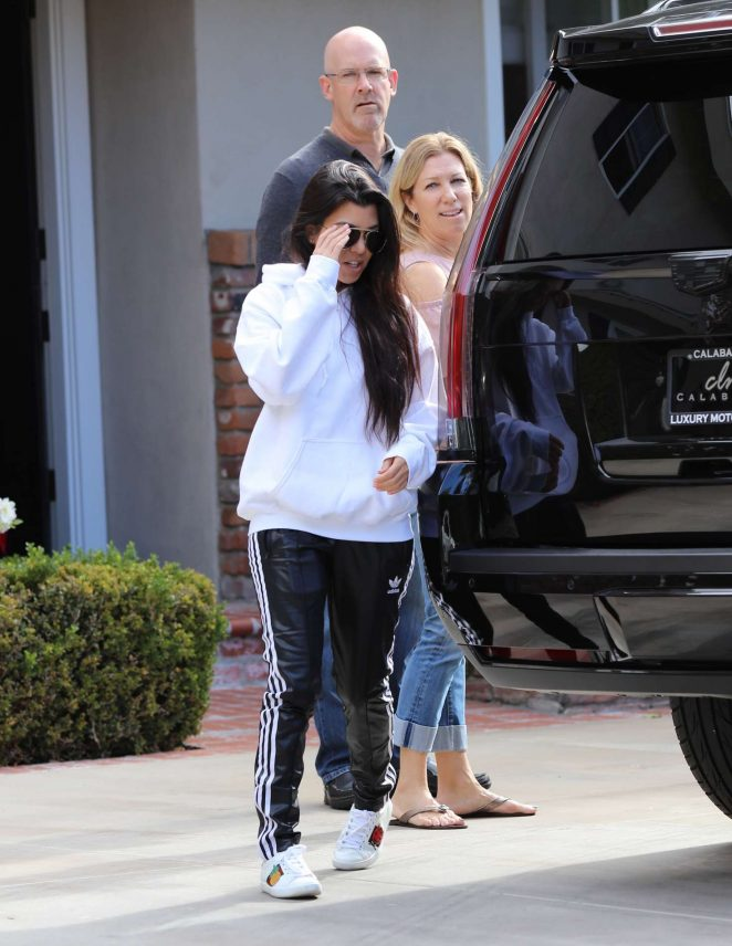Kourtney Kardashian: Arrives to a casual family party in Irvine -08