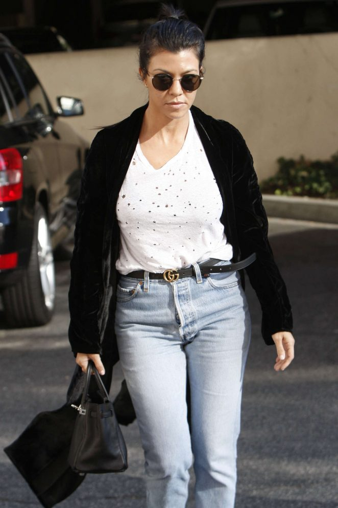 Kourtney Kardashian - Arriving at an art class in Los Angeles