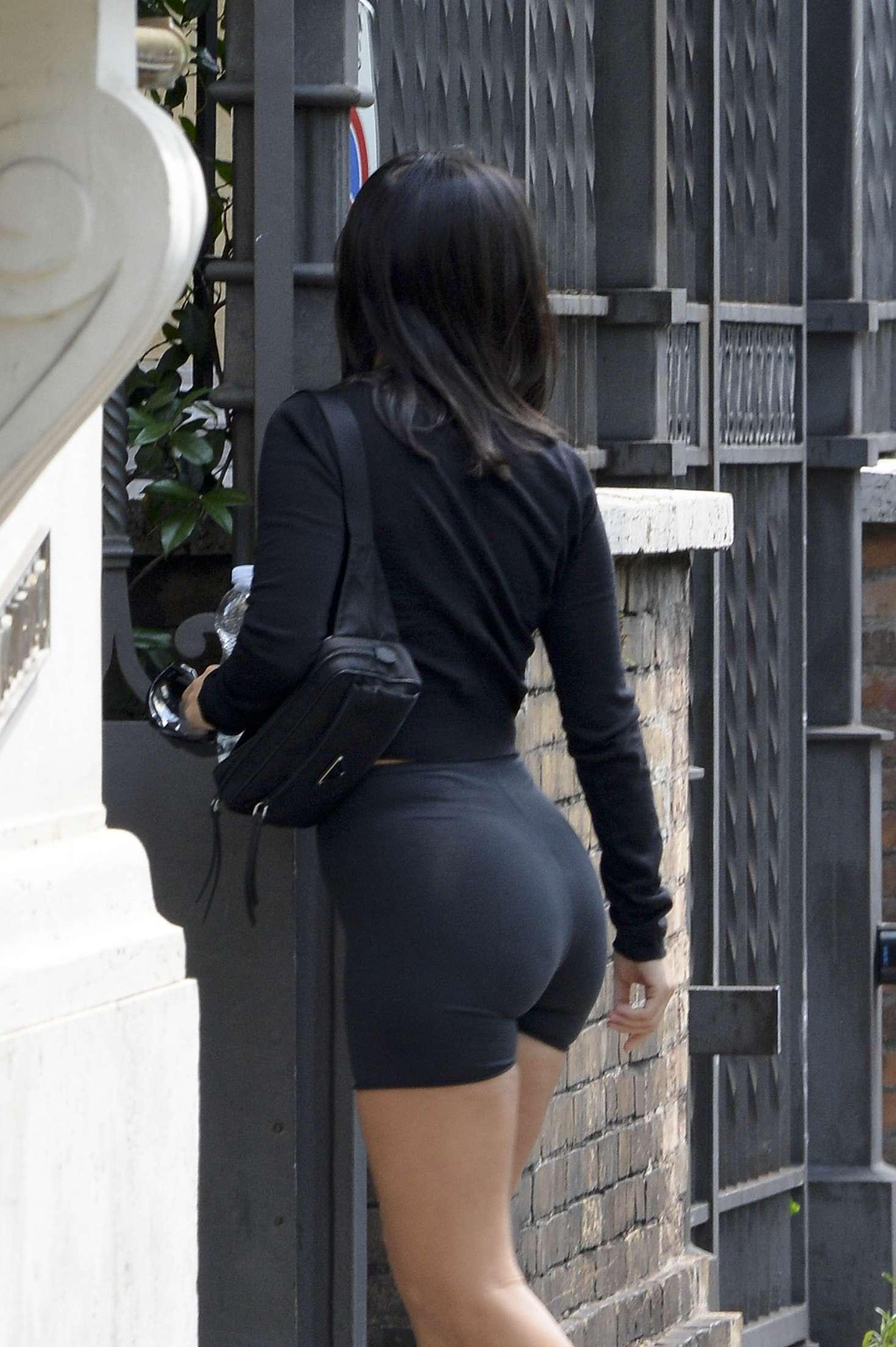 Kourtney Kardashian Arriving At Her Hotel In Rome Gotceleb