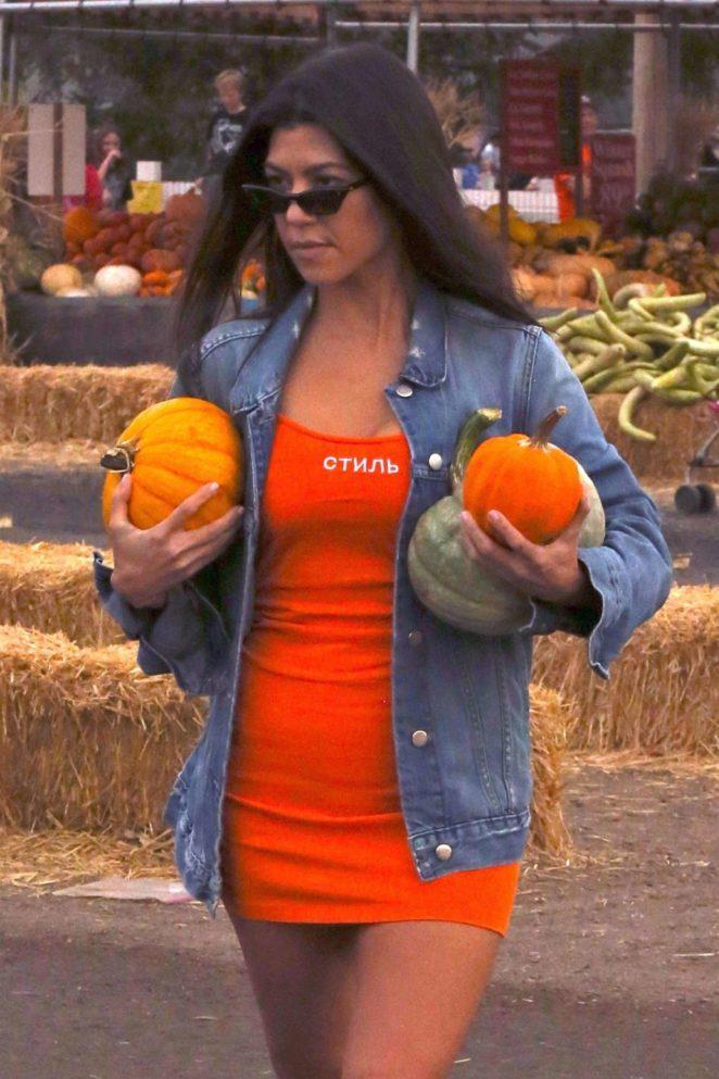 Kourtney Kardashian buy pumpkins for Halloween in Moorpark