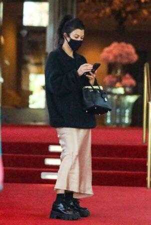 Kourtney Kardashian - Dinner candids at the Beverly Hills Hotel