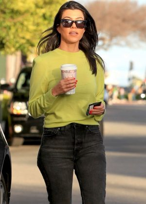 Kourtney Kardashian – Grabs coffee in Los Angeles