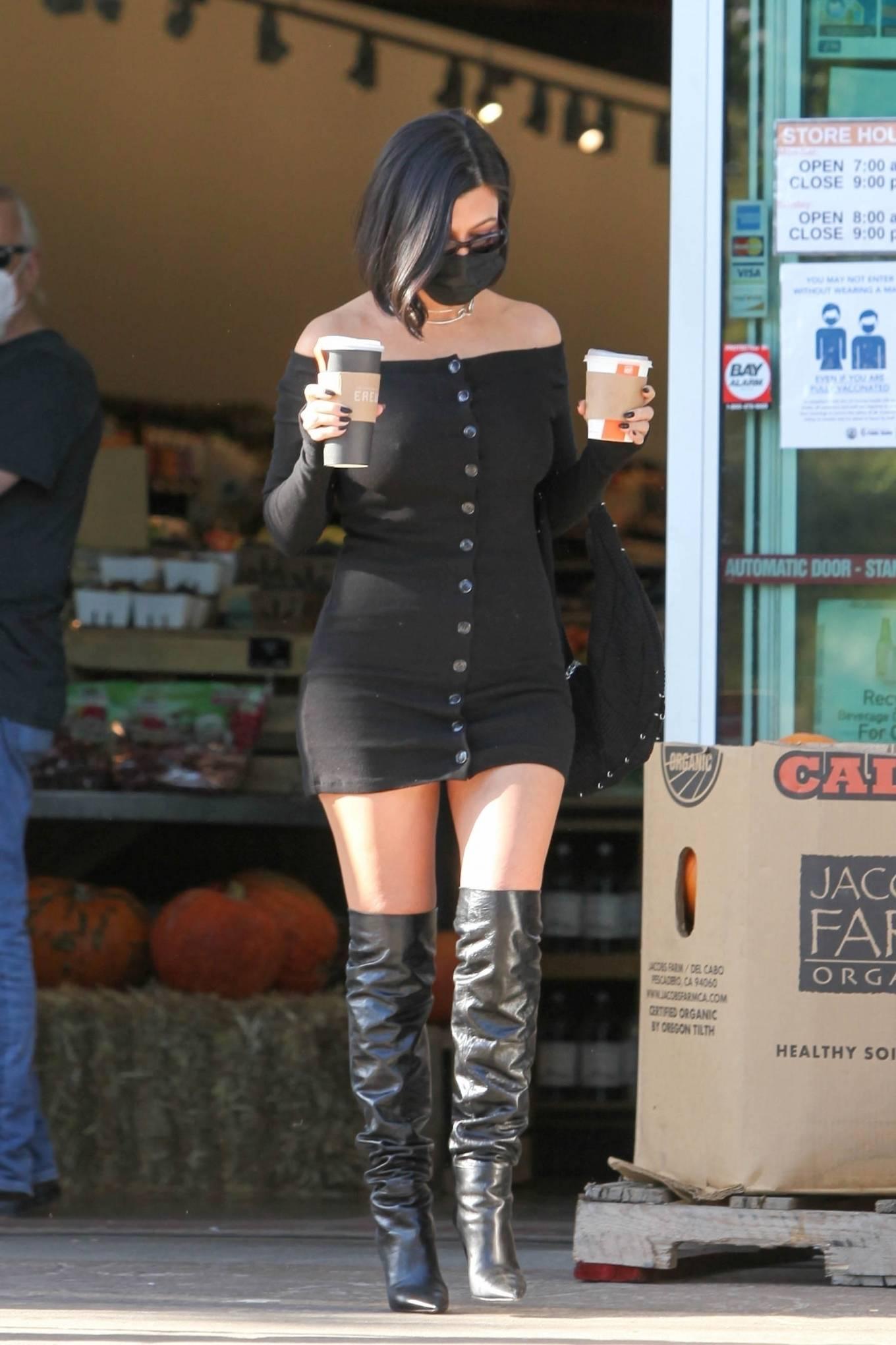 Kourtney Kardashian - Grocery shopping at Erewhon Market in Calabasas