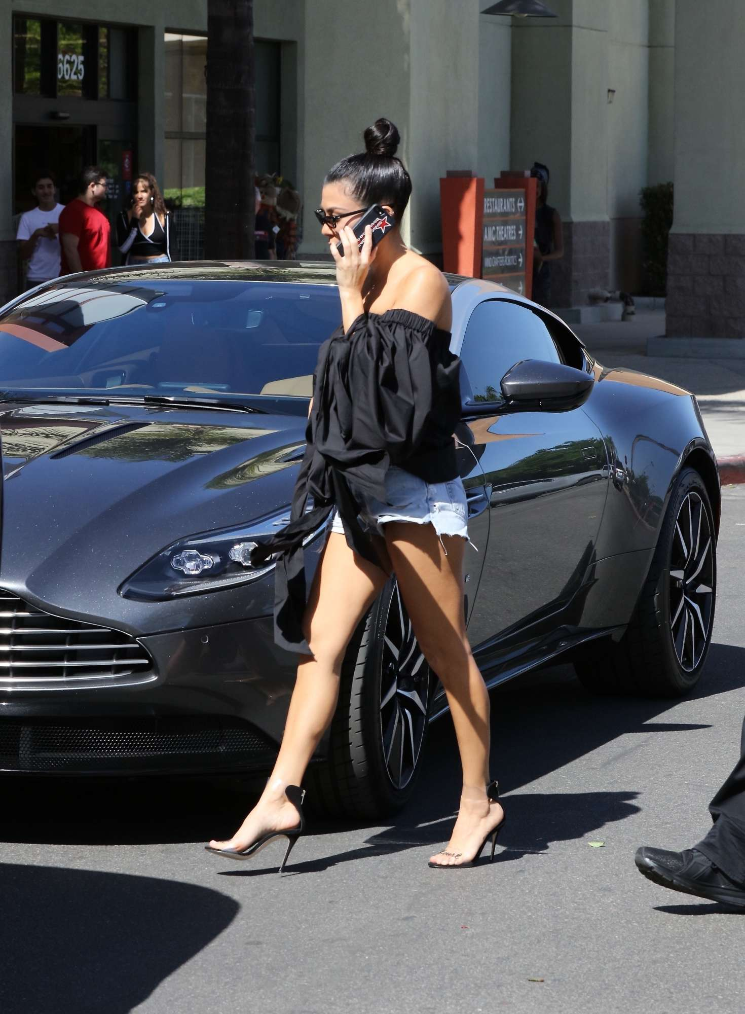 Kourtney Kardashian In Denim Shorts 15 Gotceleb