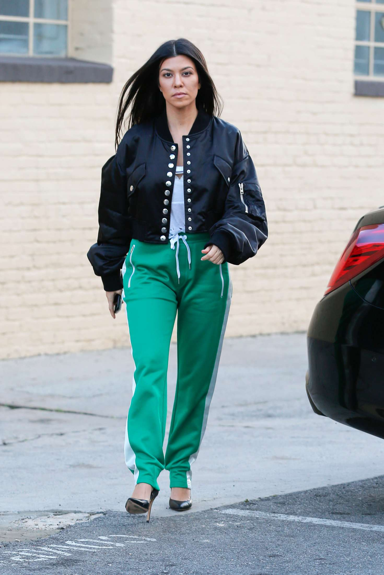 kourtney kardashian in green street style 07 gotceleb. Black Bedroom Furniture Sets. Home Design Ideas