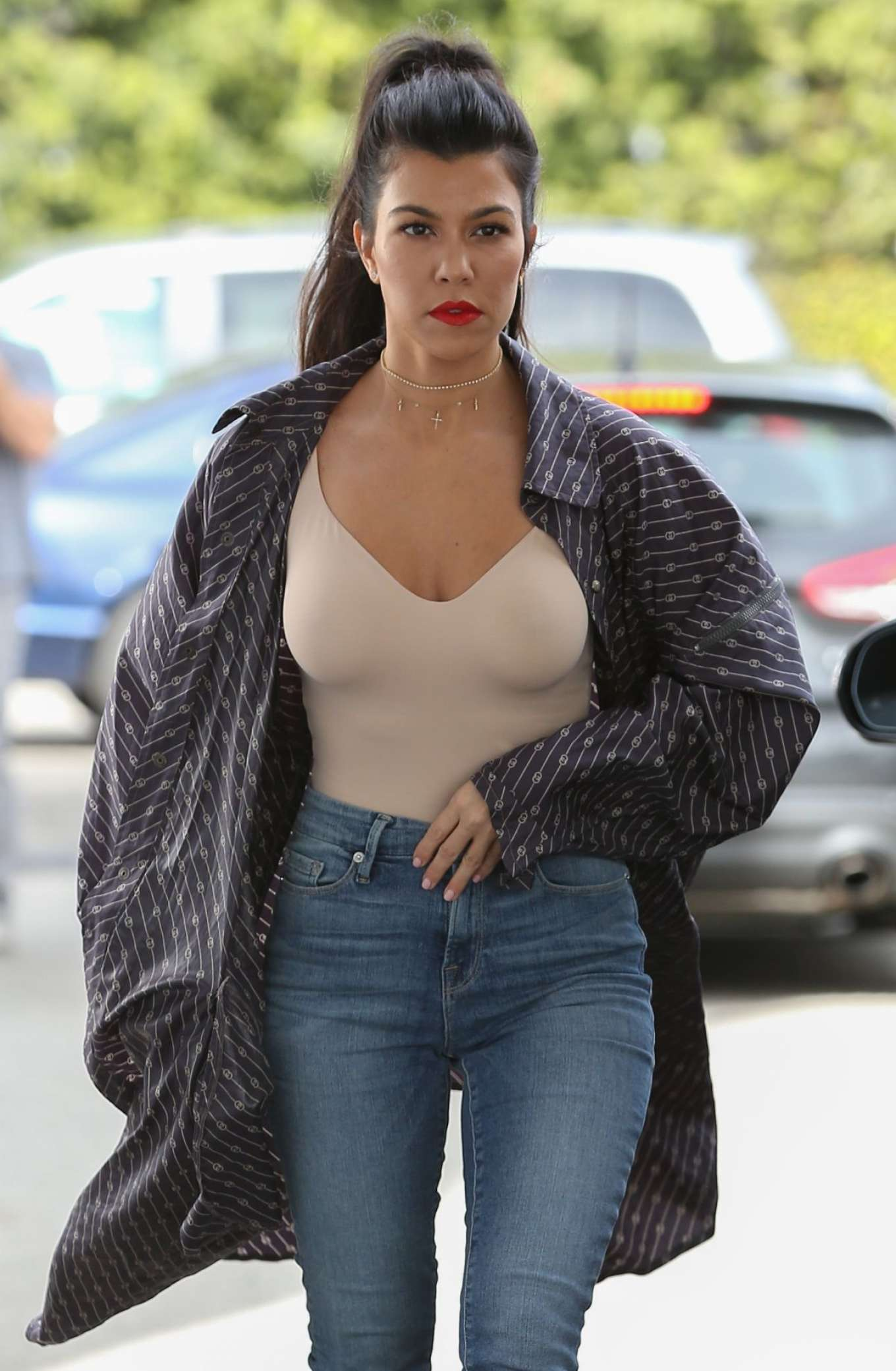 kourtney kardashian in jeans arrives at casa vega in