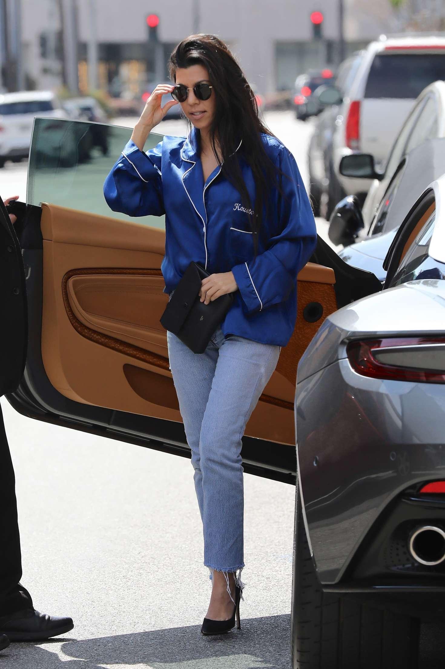kourtney kardashian in jeans -11 – gotceleb