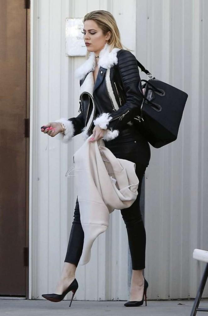 Khloe Kardashian 2016 : Kourtney Kardashian in Tight Pants -01
