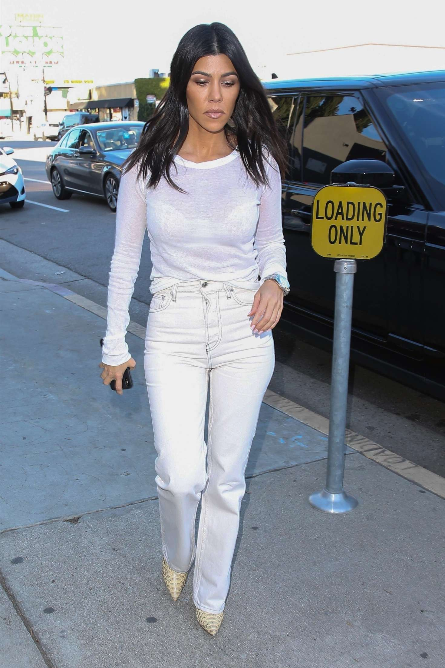 Kourtney Kardashian 2018 : Kourtney Kardashian in White -09